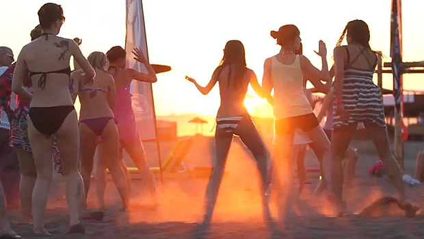 kiteboarding-sun-girls