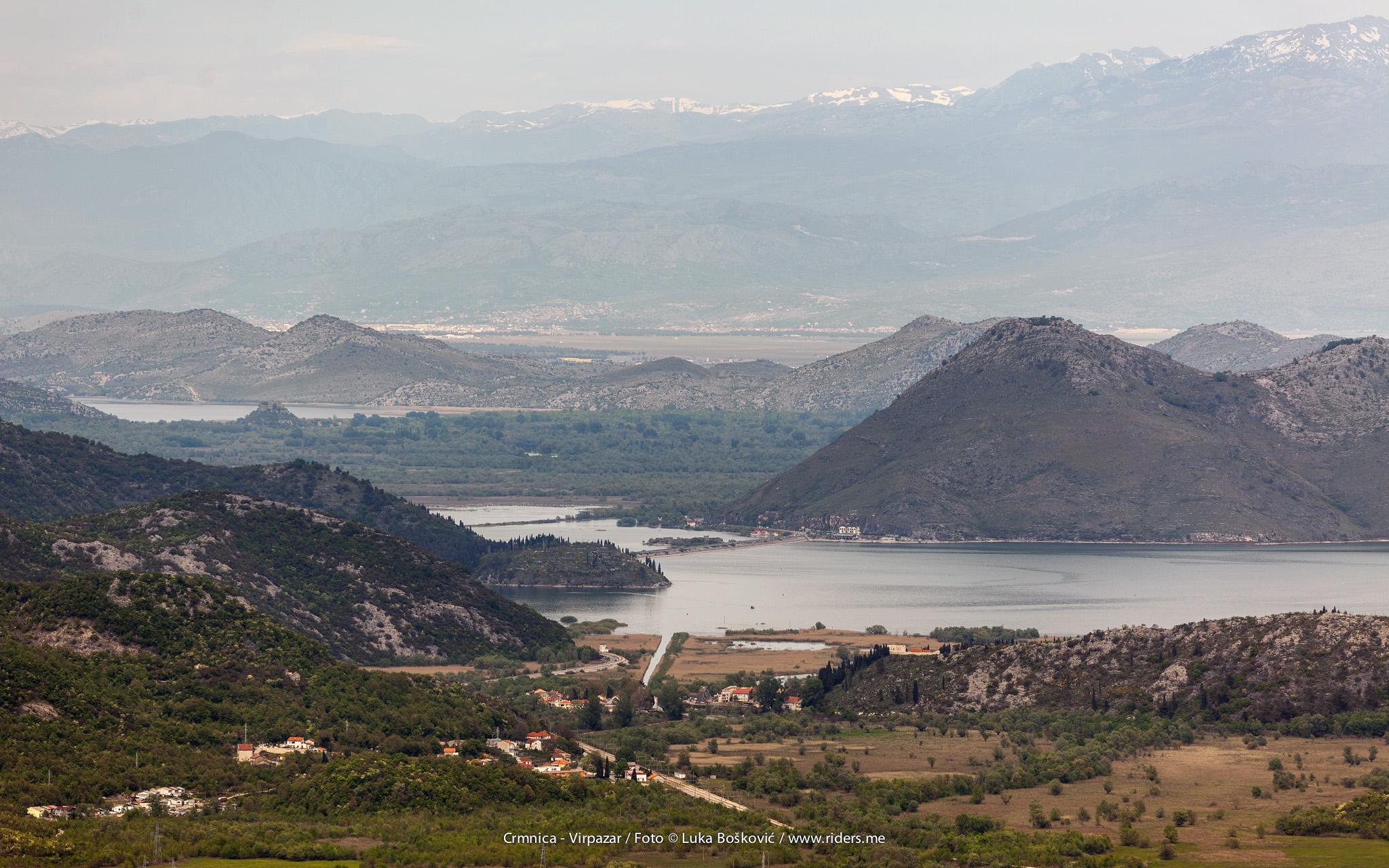 Pogled na Virpazar, Vranjinu i u daljini Podgoricu