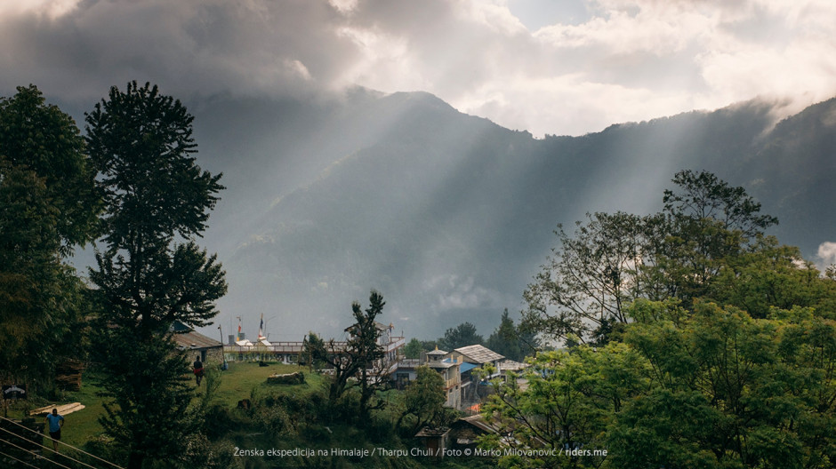002---Jutro-u-nepalskom-selu-gde-smo-spavali-nakon-prvog-dana-treka