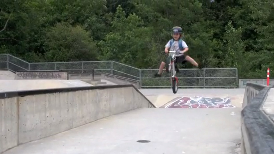 kid-runing-bike-to-kindergarden