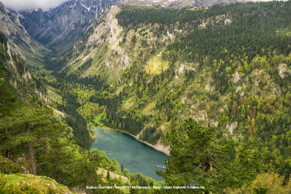 002-Kanjon-Sushice-i-Sushicko-jezero,-pogled-blizu-izvora-Zaboj