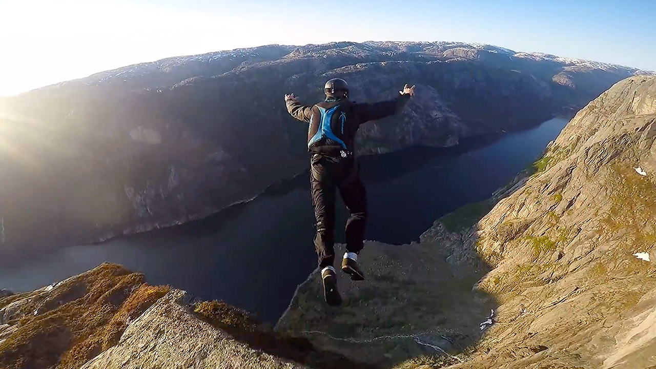 Kjerag-Rocks-Base-Jumping